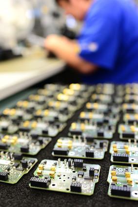 Absolvieren Sie einen Fernkurs in den Bereichen Technik und Informatik. © industrieblick - Fotolia.com